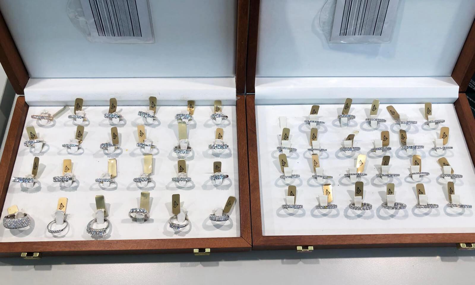 Gallery negozio jandelli oreficierie fabbrica gioielli for Negozio tutto per la casa