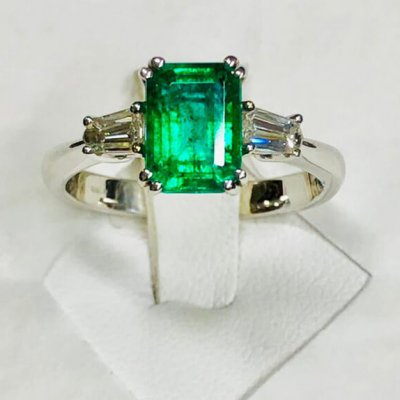 Beautiful diamond and natural emerald ring